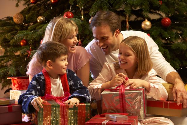 Tặng quà giáng sinh cho bé theo độ tuổi